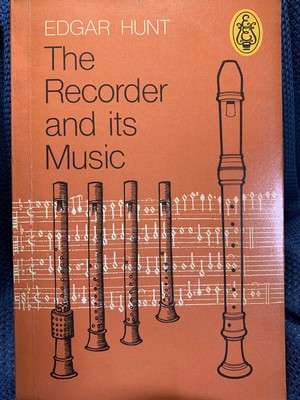 The Recorder and its Music 【著:Edgar Hunt(英語)】 出版社:Eulenburg Books 1977年