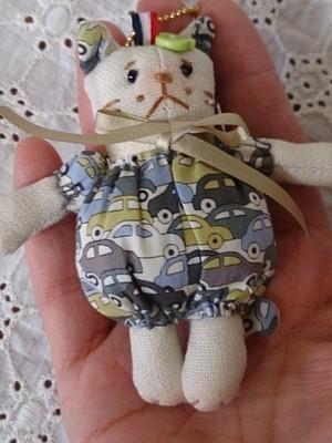 リバティmini猫キーホルダー(車柄)