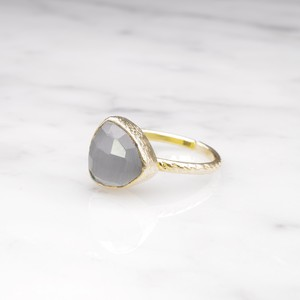 SINGLE TRIANGLE STONE RING GOLD 012