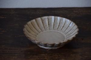 菊花皿(粉引) / 耕窯
