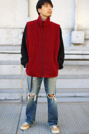 High-Neck Zip Vest (Red)