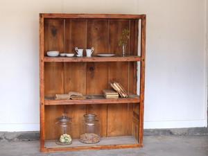 素朴な味わいの収納棚 シンプルデザイン