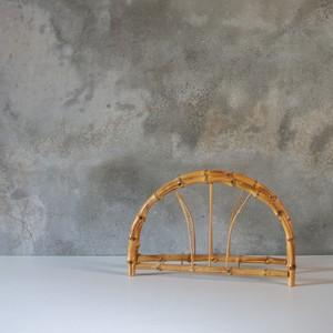 竹製の団扇立て