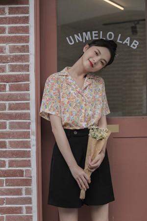 花柄カラーシャツ
