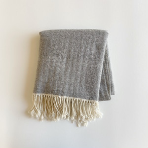 手織りカシミヤラムウールショール(グレーヘリンボーン/Gray herringbone)