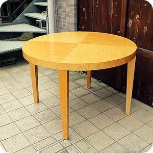 IDC OTSUKA(大塚家具)の人気シリーズSPLENDOR(スプレンダー)のダイニングテーブルです。稀少なバーズアイ・メープルを使用した高級感のあるラウンドテーブルはダイニングを洗練された印象に。◆中古家具/インテリア