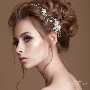 スワロ使用 三つ葉のチャームの小枝のヘッドドレス ミリー |ウェディングヘアアクセサリー/ブライダルカチューム