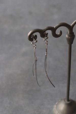 W Chain Earrings