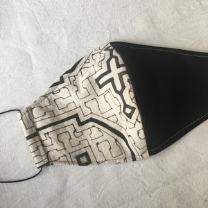 泥染めマスク16 シピボ族の工芸布 アマゾンの草木染め