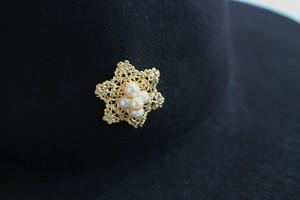 あこや真珠と六芒星透かしフィリグリーのブローチ