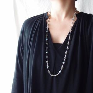 ラブラドライトとグラスビーズのネックレス【silver・銀色】