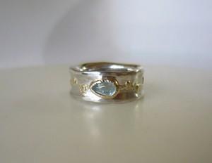 Gold vine & アクアマリンの指輪