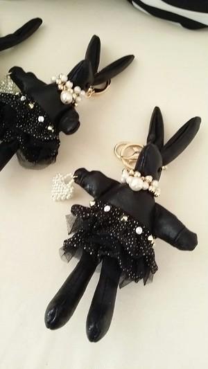 お洒落ウサギのバッグ&キーチャームを~☆ブラックね