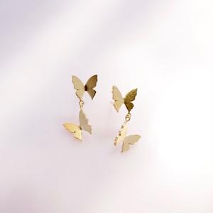 自由な蝶(2匹)ピアス/片耳