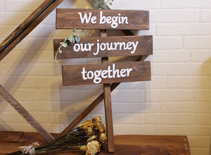 おしゃれな英語フレーズ看板 We begin our journey together【wood-item-5】