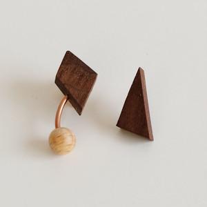 Pierced Earrings> Hang Walnut