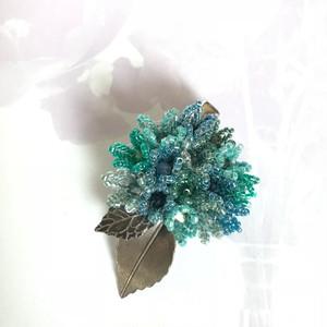 【Atelier Amie】紫陽花(アジサイ)ブローチ スワロフスキークラスタライズ&ガラスビーズ