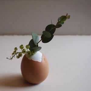 【完成品】 殻つきセメント卵の一輪挿し(white)