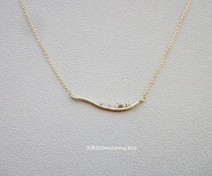 キュービックジルコニアのネックレス■マットゴールドの曲線