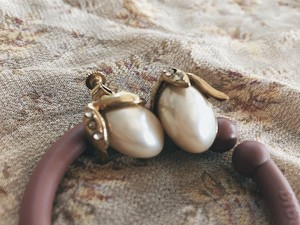 Vintage gold+pearl fruit motif earring