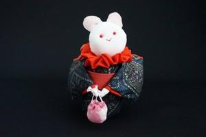 着物、和服の古布人形「着物を着たうさぎ」