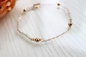 ケシ真珠とゴールドフィルボールのチェーンブレスレット