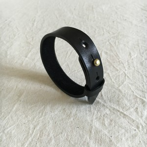 simple-bangle / black