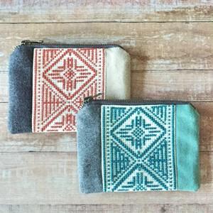 マルチカラーの刺繍ポーチ Sサイズ  by Tribalogy