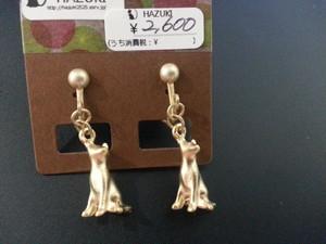 ★500円★ きちんとお座り マットゴールド猫 イヤリング