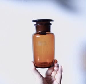 【遮光薬瓶(中)】アンバー くすりびん 昭和 ガラス 広口