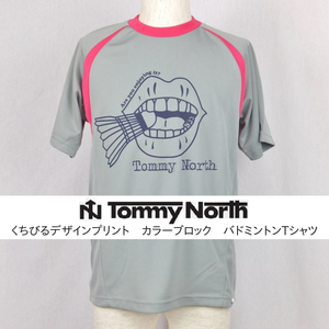 Tommy North くちびるデザインプリント カラーブロック バドミントンTシャツ BDM0003 グレー×ホットピンク