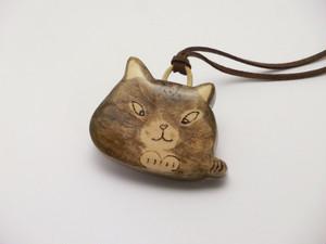 桂の猫ペンダント P1228