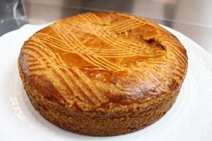 15cm 月替わりホールケーキ・1月「ガトー・バスク」アーモンドとカスタードの2種類のクリームをたっぷり詰め込んだ、バスク地方の美味しい焼き菓子