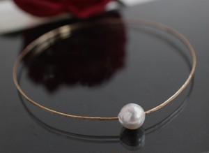 あこや真珠のゴールドバングル・ラウンド型(ハンド・ハンマリング)