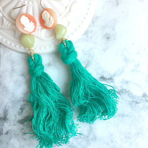 【限定商品】antique like button arrange green tassel