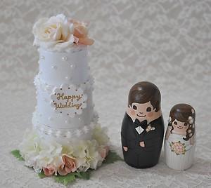ケーキ3段型・薔薇とパールのデコレーションケーキ