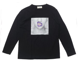 "AZZURRO DESIGN アズーロデザイン Z20W07 PURPLE ロングスリーブTシャツ ""GRILLZ LADY"" グリルを着けたセクシーな口元がヒップホップな1枚 Tシャツ"