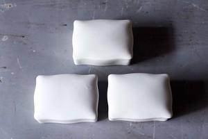 白磁蓋付き容器