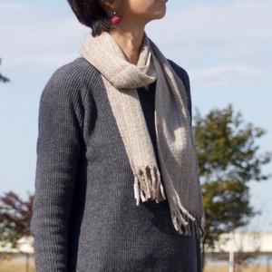 手紡ぎ手織りのマフラー〈やわらかタイプ〉(ナチュラルグレー)