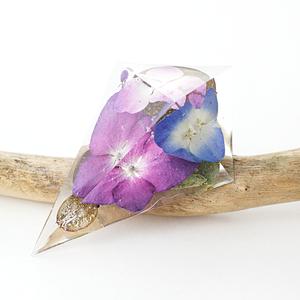 鋭角ピラミッドブローチ(紫陽花)