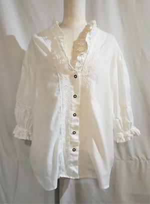 Lace design middle sleeves tyrol blouse [O-524]