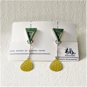 有田焼トライアングルイヤリング(緑色)&ステンレスチャーム