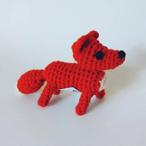 ラトビア きつねの編みぐるみ