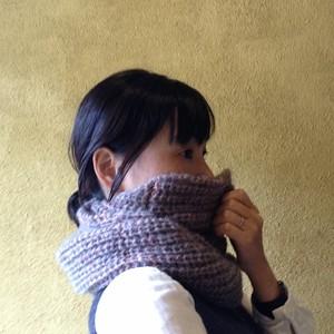 ネックウォーマーネオン (針なし)【編み物キット】