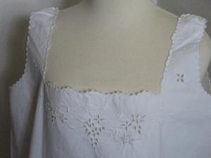 白コットン部屋着 ぶどうの刺繍