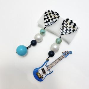 ギターモチーフピアス blue