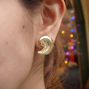 Comma Shaped Gold Earrings