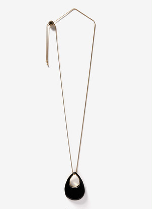 LONG NECKLACE WITH LACQUERED PENDANT
