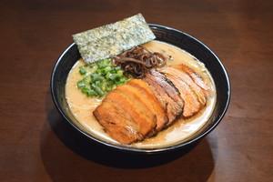 【二代目 白神】博多豚骨焼豚麺(自家製麺)替え玉付き