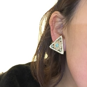 e81 opal triangel earring